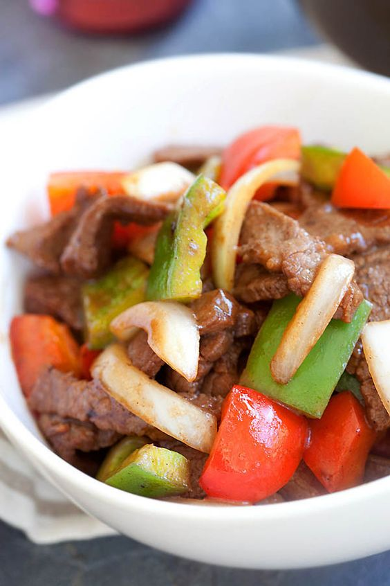 Easy black pepper beef with beef, black pepper and onion. This Chinese black pepper steak and beef takes 20 minutes to make and much better than takeout. | rasamalaysia.com