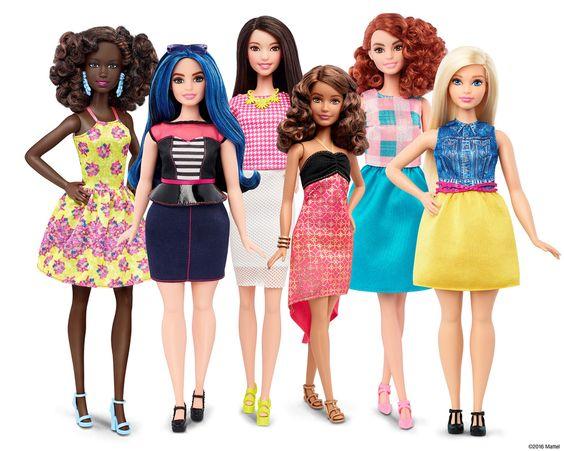 LAS NUEVAS BARBIES. Esta foto proporcionada por Mattel muestra a un grupo de nuevas muñecas Barbie introducidas en enero de 2016. Mattel, el fabricante de la famosa muñeca de plástico, dijo que comenzará a vender Barbie en tres nuevos tipos de cuerpo: altura, con curvas y petite. Ella también vendrá en siete tonos de la piel, 22 colores de ojos y 24 cortes de pelo. (Mattel):