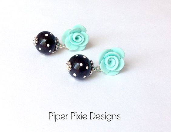 Minze stieg Post Ohrringe Rosen n Polka Dots von PiperPixieDesigns