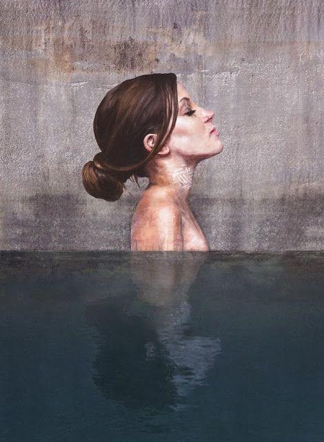 Des portraits peints grâce au stand-up paddle émergent littéralement de l'eau: