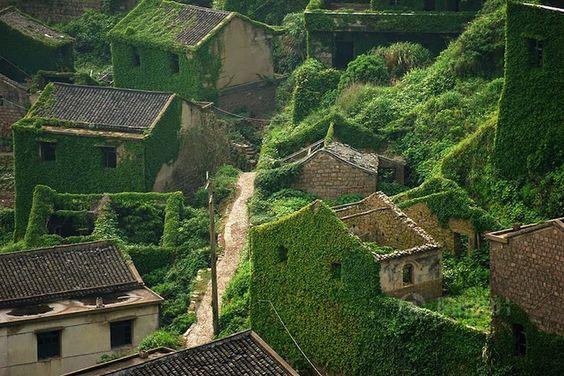 Un village chinois est englouti par la nature https://mrmondialisation.org/un-village-chinois-est-englouti-par-la-nature/
