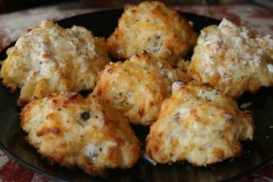 Copycat Recipe: Red Lobster Cheddar Bay Biscuits