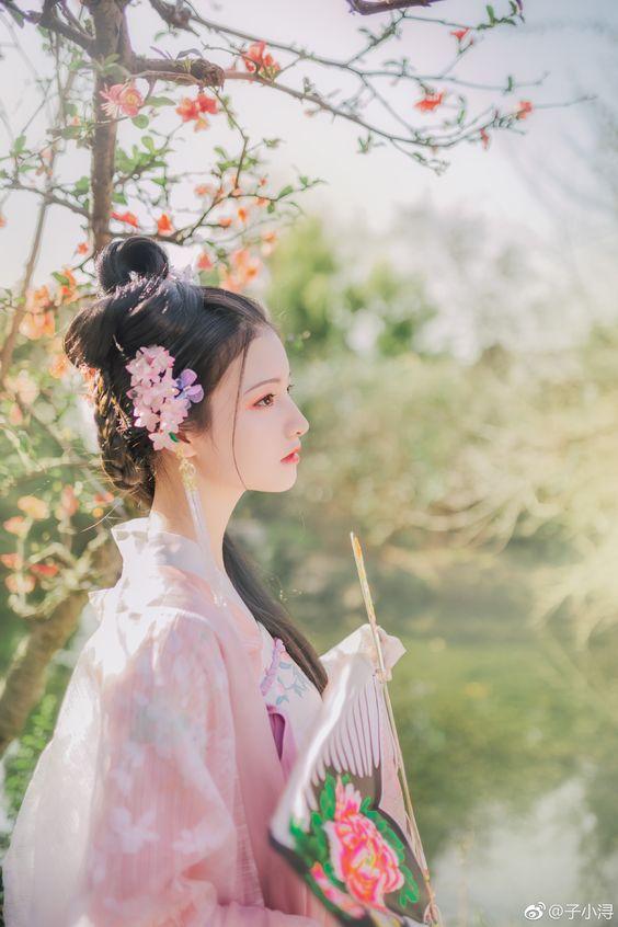 0810 – 爱情 – àiqíng – Giải nghĩa, Audio, hướng dẫn viết – Sách 1000 chữ ghép tiếng Trung thông dụng