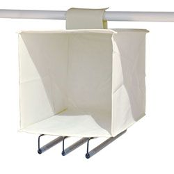 Da appendere all'asta del tuo armadio (chiusura a strappo), un box che fa da piccolo ripiano, ideale per magliette, biancheria, sciarpe, cinture, etc., dotata di tre barre porta pantaloni!  Salvaspazio e comoda da utilizzare!