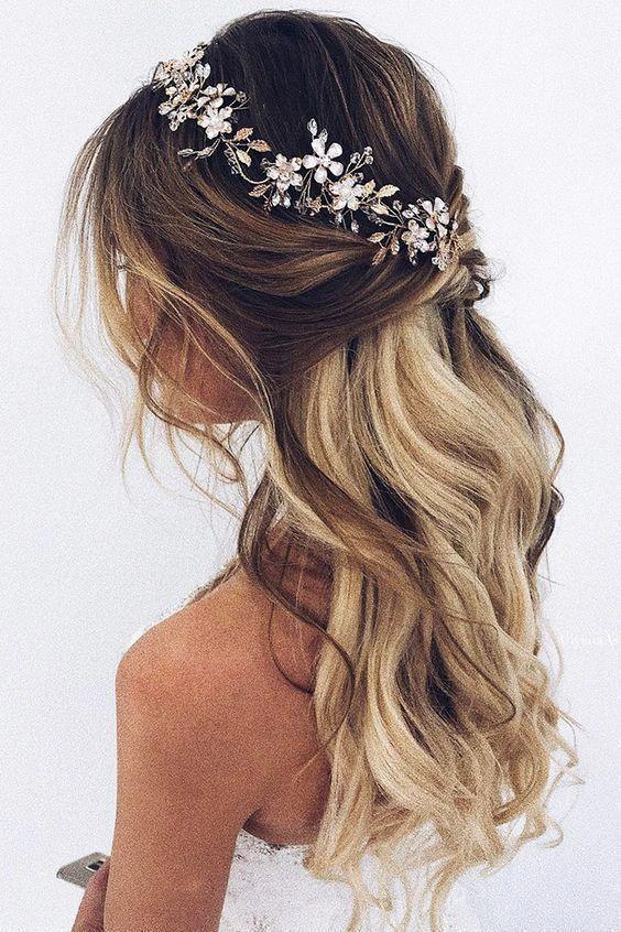 Hochzeitsfrisuren halb hoch runter mit Vine Crystal Stirnband / Hochzeitsfrisuren   #weddinghairstyles - New Site,  #Crystal #hairstylesueltofiesta #Halb #hoch #Hochzeitsfrisuren #mit #runter #Site #Stirnband #Vine #weddinghairstyles