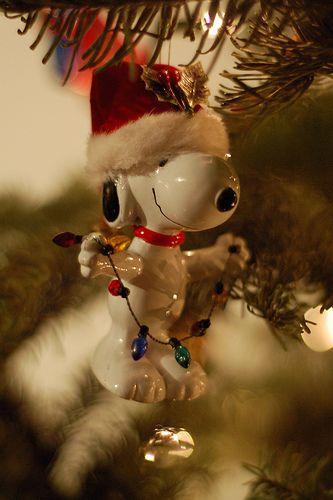 Christmas tree ornaments: festive Snoopy // Re-pinned by Tara Blais Davison
