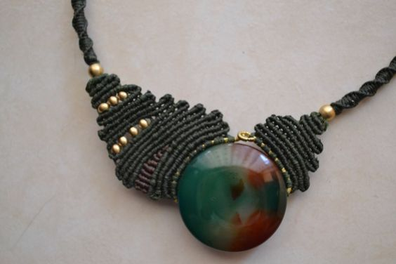 Green Agate Macrame Necklace by TheaCosmo on Etsy https://www.etsy.com/listing/221336742/green-agate-macrame-necklace