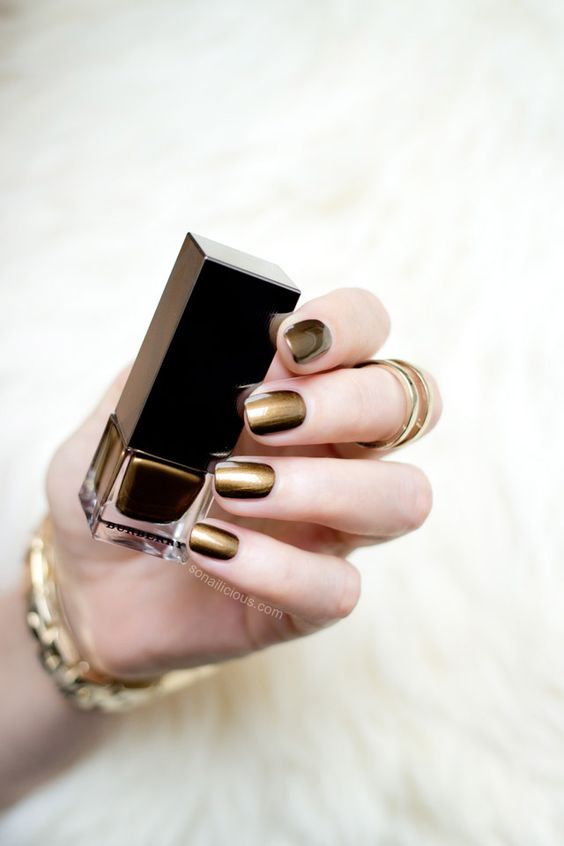 Gold nails with Burberry Antique Gold. All details: The most flattering gold nail polish - Burberry Antique Gold. All details: http://sonailicious.com/burberry-antique-gold-review-swatches/