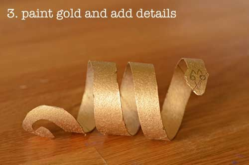 Learn to make Egyptian style bracelets using recycled toilet paper rolls! Wish I thought of this with our Cleo costume a few years back.