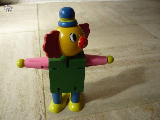 Clown désarticulé en bois (jcao) 2 € Saint-Martin-du-Vivier 76160   Clown en bois dont les membres se désolidarisent pour prendre n'importe quelle position Hauteur= 10 cm environ