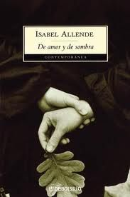 """De amor y sombra. Allende. Esta es la historia de una mujer y de un hombre que se amaron en plenitud, salvándose así de una existencia vulgar. """"La he llevado en la memoria cuidándola para que el tiempo no la desgaste, y es sólo ahora cuando puedo finalmente contarla. Lo haré por ellos y por otros que me confiaron sus vidas para que no las borre el viento..."""""""