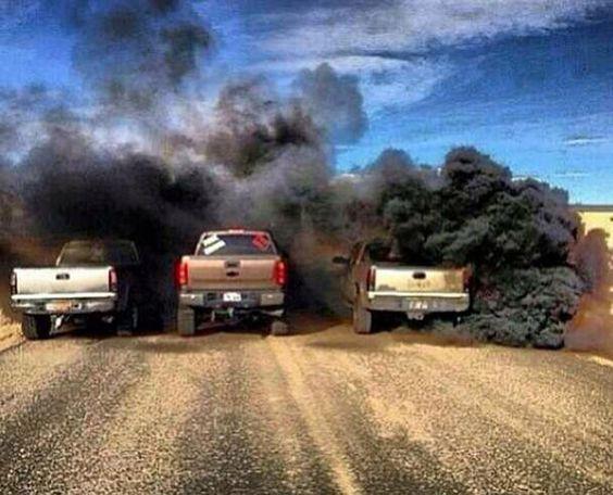 Article polémique : le #rollingcoal est un acte anti-environnemental contre #Obama. En plus de projeter cette fumée toxique dans l'air, les conducteurs s'amusent à la lancée sur les piétons ou autres voitures #hybrides / écologiques ! Et vous que pensez vous de ce mouvement ?