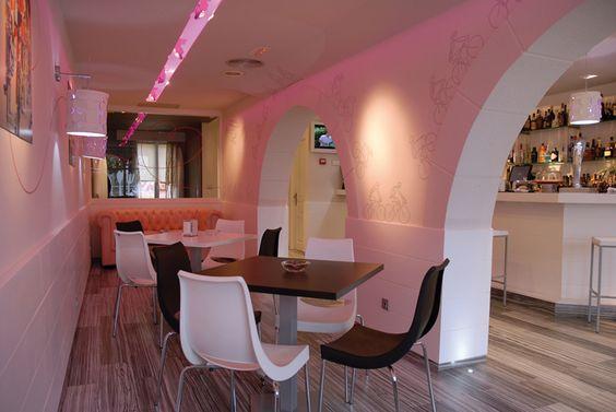 Zona relax del Bar Regi, instalada por SpacioVeintiuno.