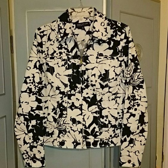 SALE! HOST PICK! Jones New York Black/White Jacket REDUCED PRICE!!! Great black & white denim-like jacket with flower design! Goes great with jeans, black pants, a black skirt! Excellent like new condition! 2 chest pockets & 2 lower pockets. Zip closure. No holes, stains, etc... Size Petite Small but fits like a Medium. Jones New York Jackets & Coats Jean Jackets