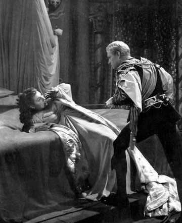 an analysis of hamlet and his mother gertrude Gertrude's characterization in hamlet is extensively analyzed with regard to   further, much criticism on gertrude is based on the content of hamlet and the   cosmic imagery to explain the iniquity of his mother's sensuality:.