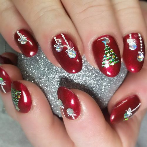 51 Festive Christmas Nail Art Ideas Holiday Nail Designs 2020 Guide Christmas Nail Colors Xmas Nails Holiday Nail Designs