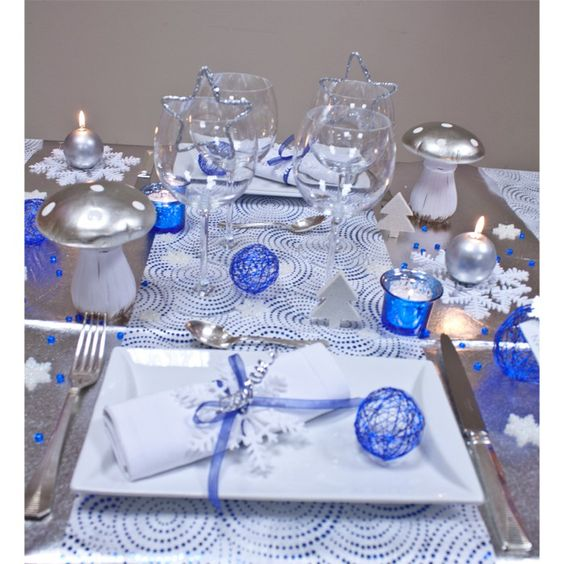 Chemin de table manhattan bleu roy deco no l pinterest for Deco table noel bleu et blanc