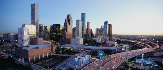 ¿Por qué invertir en Houston? Houston es una de las ciudades más grandes de los Estados Unidos, ubicada en el puesto #4 del ranking de los Estados Unidos; pero en los últimos 2 años su crecimiento y desarrollo económico se ha visto en evidencia y de una forma acelerada.