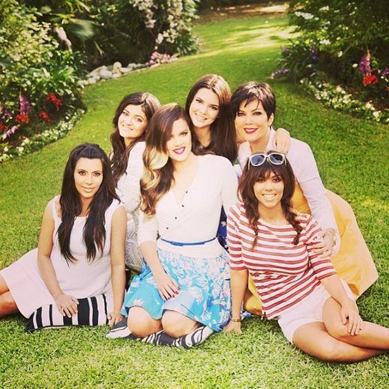 Me encanta Keeping up with the Kardashians. Yo quiero ser como el Kardashians son divertidos. Ver la televisión en su casa después de la escuela