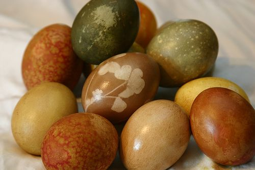 naturally dyed eggs::enchanting, indeed