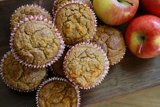 Apple Oatmeal Muffins. Only 120 Calories per muffin! #Healthy #LowFat #lowCalorie #LowSodium #Calcium #WholeGrains #WhatsCooking #USDAApproved