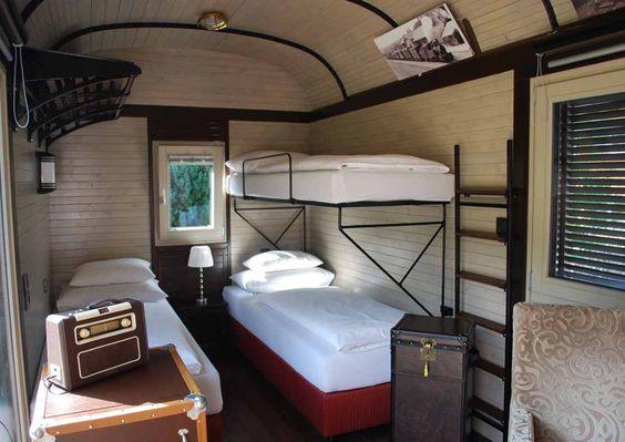In Anger schläft man im einzigen Schmalspur-Waggonhotel Mitteleuropas. Ein 124 Jahre alter Waggon wurde zur Suite mit allen Annehmlichkeiten umgebaut.