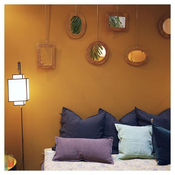 Interieur violettes and d co on pinterest for Decoration murale jaune moutarde