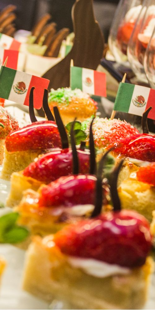 Mexican flag cupcakes - All Inclusive buffet at Riu Palace Mexico