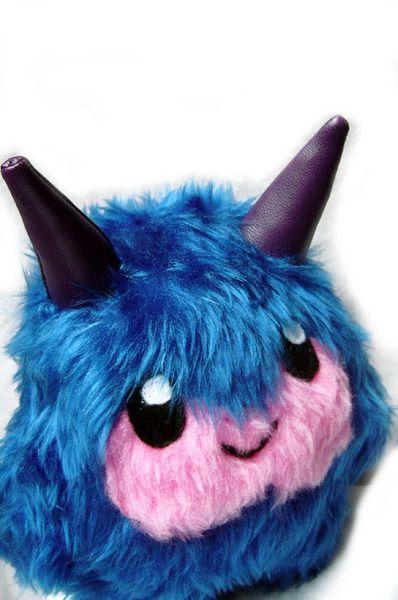 Fluse :Kleines Kuschel Monster aus hochwertigem Kuschel -Plüsch,Fell-Imitat ,Hörner:Kunstleder Augen:Filz) ! Einzelstück!Unikat! Nach eigener Vorlage