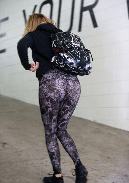 Khloe Kardashian Photos - Khloe Kardashian Gets Her Workout in - Zimbio