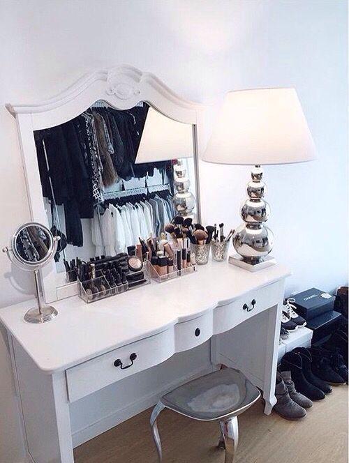 Organizando a maquiagem num espaço simples #Penteadeira #Vanity