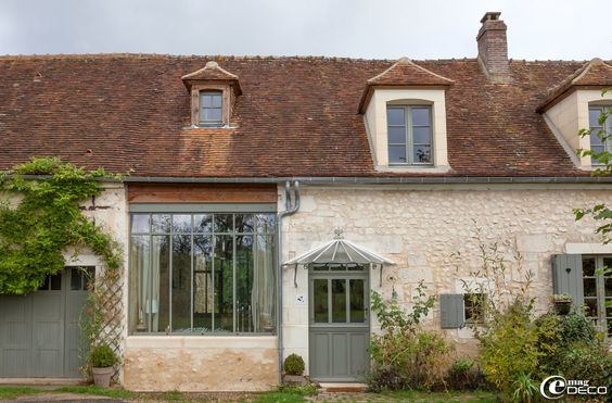 'La Maison d'Hector', bed and breakfast situé au cœur du Perche sur le site authentique de la faïencerie de Saint-Mard-de-Réno et non loin de la forêt de Réno-Valdieu.