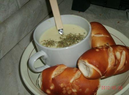 Fondue de Queijo Especial - Veja mais em: http://www.cybercook.com.br/receita-de-fondue-de-queijo-especial.html?codigo=109892