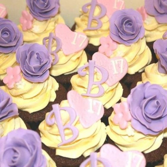 Wish I had time to muck around coming up with cupcakes at the moment! Look out anyone with a birthday in November!