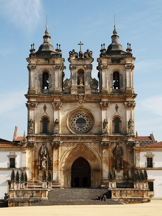 The #Alcobaça Monastery is a Mediaeval Roman Catholic Monastery in central Portugal. The church and monastery were the first Gothic buildings in Portugal. Due to its artistic and historical importance, it was listed by UNESCO as a World Heritage Site in 1989. #architecture #portugal