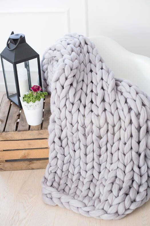 Chunky Knit Blanket Blanket Super Chunky Blanket Giant Knit Blanket Thick Yarn Blanket Bulky Knit Merino Wool Extreme Knitting In 2020 With Images Thick Yarn Blanket Knitted Blankets Super Chunky Blanket