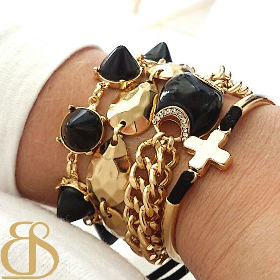 Pulseirismo black /gold  www.bethsouza.com.br  Arm party, acessórios, acessories, bracelets, bracelet, cross, gold, spikes, moda, arm candy