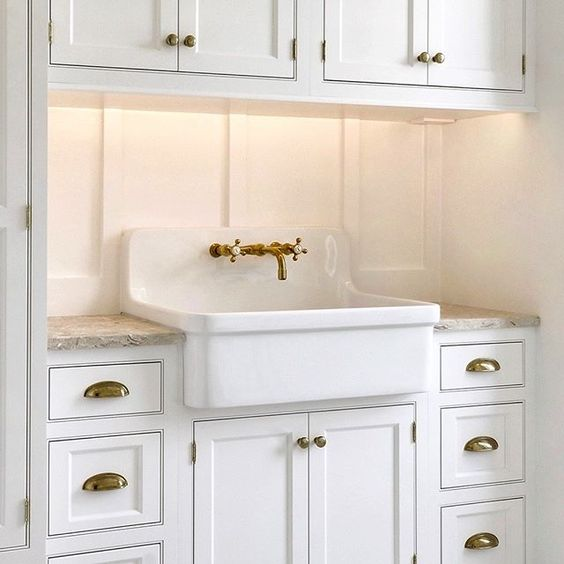 Laundry room robynhoganhomedesign robyn hogan home for Board and batten kitchen cabinets