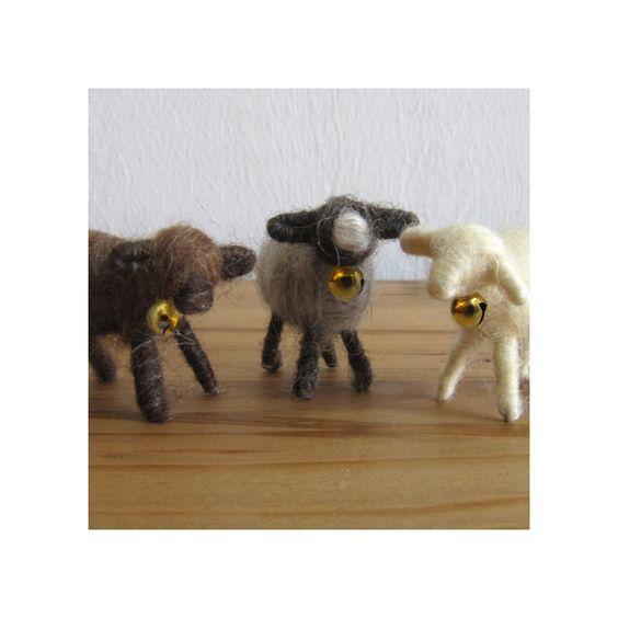 Mini-Osterlamm aus echter Schafwolle - schwarz-weiß, 7,95 &euro