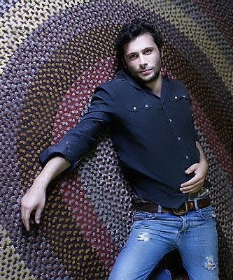Billy from Six Feet Under (Jeremy Sisto). I wish that was my floor you're laying on!!