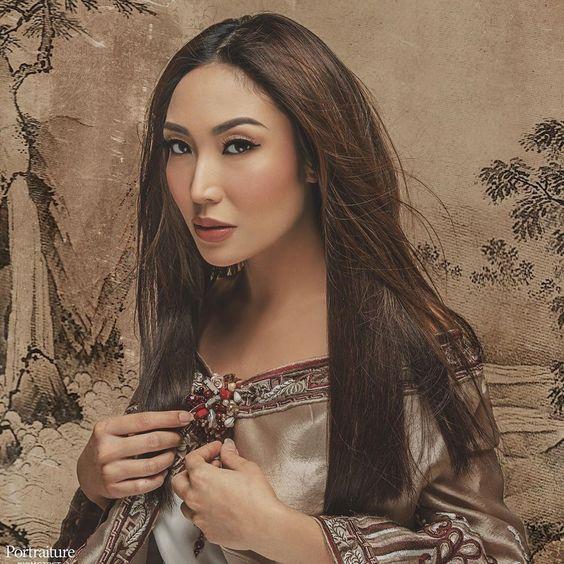 Ayu Dewi Kusumawati ? [pic by @riomotret ?] #ayudewifashion #fashionmrsayudewi #ayudewimakeup #ayudewistory #ayudewimaternityphotography #artist #beauty #makeup