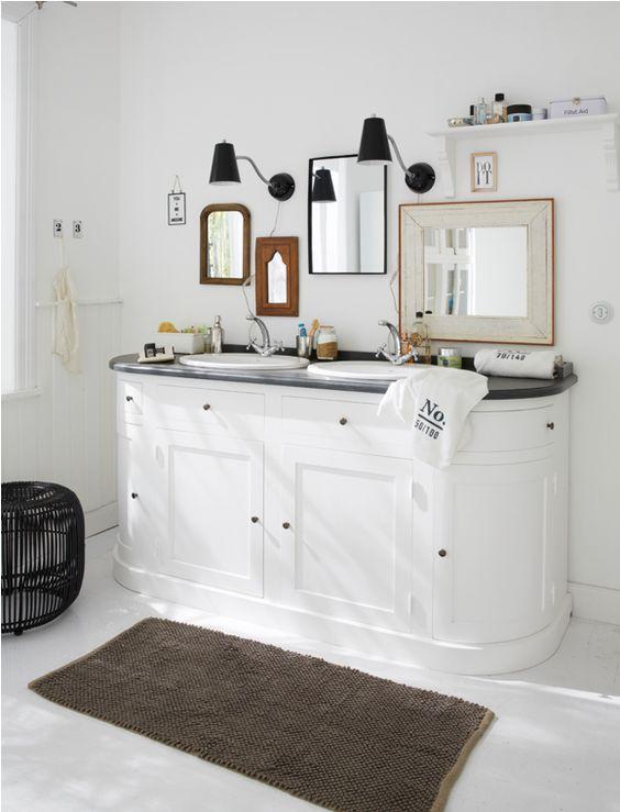 Waschtisch, 2 Becken Zum Wohlfühlen! Toller Waschtisch mit 4 Türen und jeder Menge Stauraum. Geliefert wird der weiß gestrichene Korpus mit einem grau gestrichenem Top fertig montiert. Die Waschbecken sind im Lieferumfang enthalten aber noch nicht montiert (Lieferung ohne Armaturen). Die beiden mittleren Schubladen sind nicht zu öffnen, diese dienen nur als Blende, während die Schubladen an den Seiten geöffnet werden können. Hinter den Türen ist jeweils ein Einlegeboden.