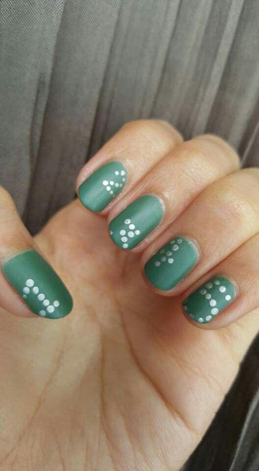 polka dot numbers on matte green nails diy nail art pinterest fingern gel punkte und gr n. Black Bedroom Furniture Sets. Home Design Ideas