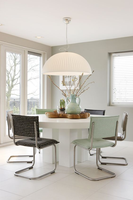 Dining Room tafel in verschillende maten en kleuren mogelijk en eetkamerstoel met elke stof en leder mogelijk