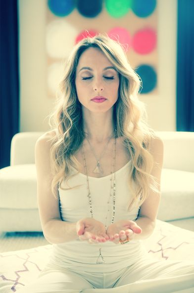 A One-Minute Meditation To Silence Your Mind & Calm Your Energy: