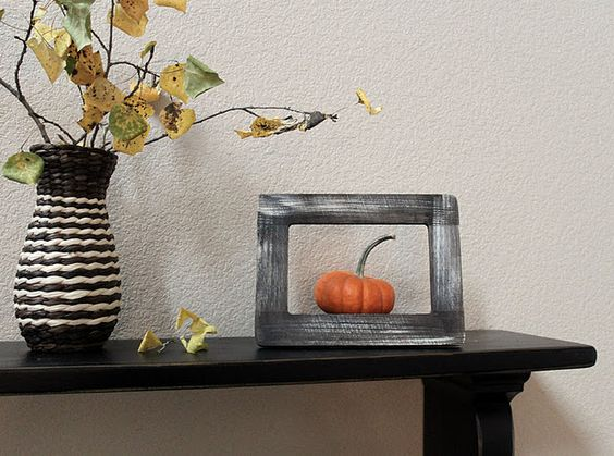 love the pumpkin in the frame!