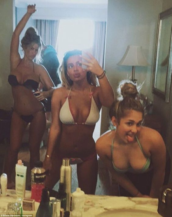 Kim Zolciak Pictured In Candid Bikini Snaps From Mexico