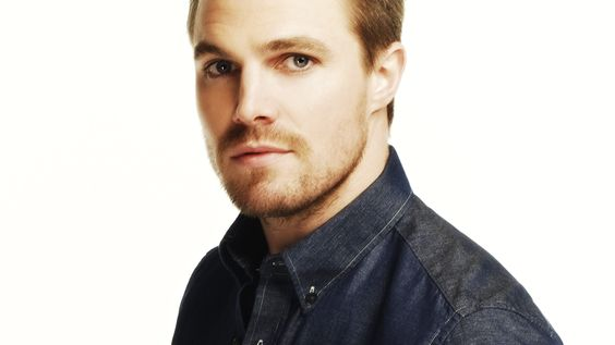 STEPHEN AMELL - OLIVER QUEEN