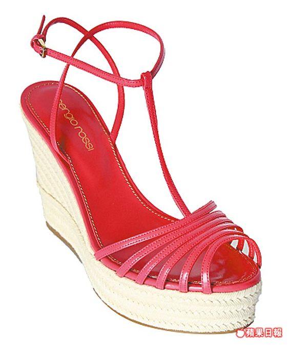 sergio rossi桃紅繫帶麻繩編織船形高跟鞋。2萬8800元