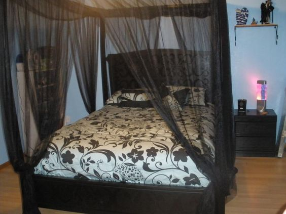 bedroom-romantic-canopy-beds-decoration-captured-nature-with-black